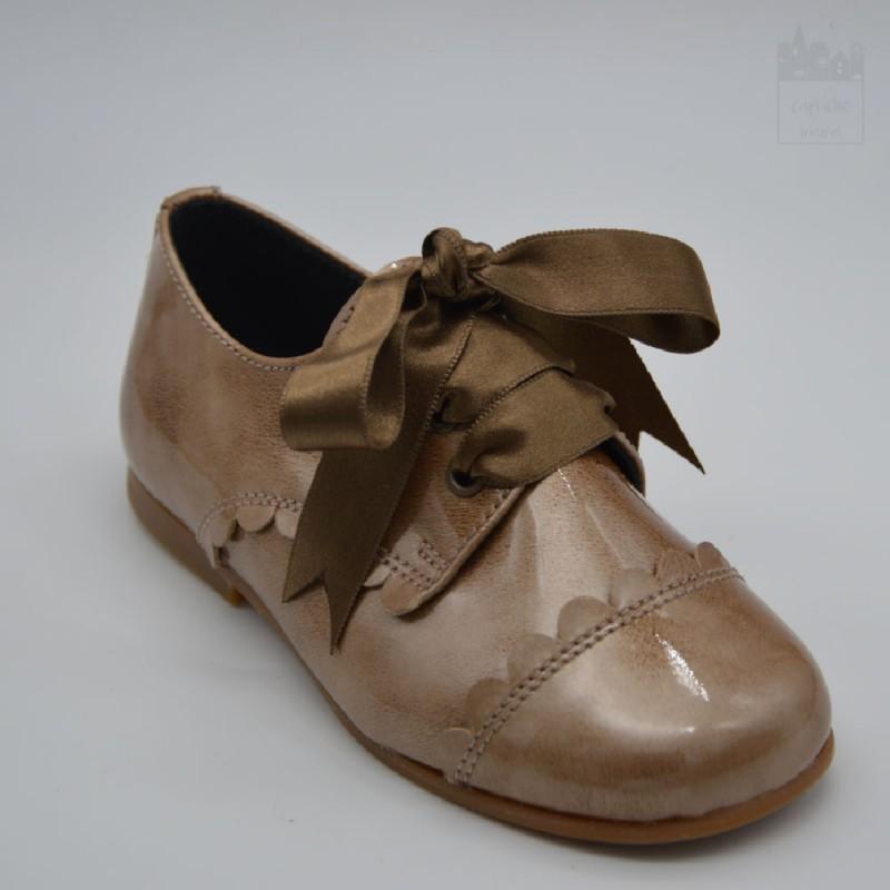 Zapato de charol para niña